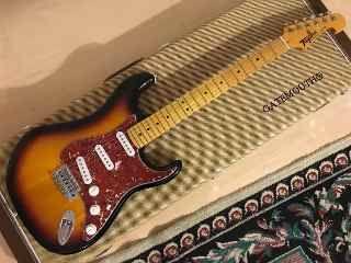 Tagima Tg530 Fender Noiseless Stratocaster Sumburst Com Imagens