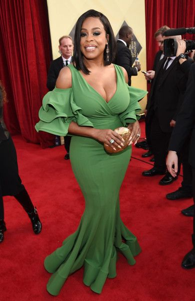 Actor Niecy Nash attends the 24th Annual Screen Actors Guild Awards.
