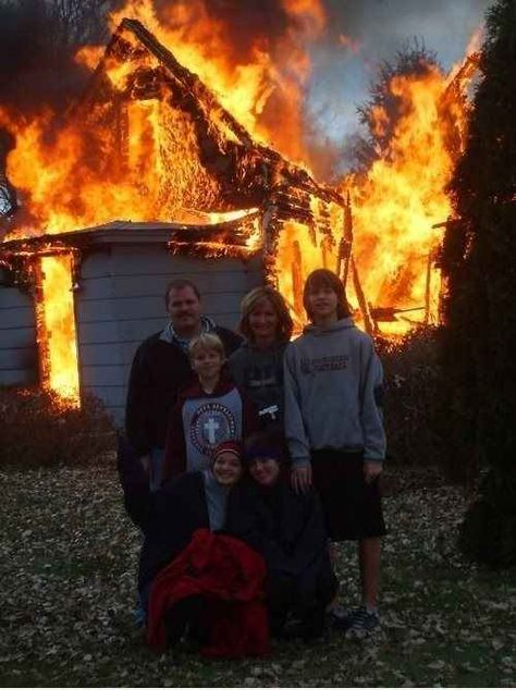Bad Family Photos: 15 More Moments of Funny & Strange Image Hilarante, Bad Family Photos, Funny Photos, Cool Photos, Foto Face, Awkward Family Photos, Kodak Moment, Family Humor, Funny Family