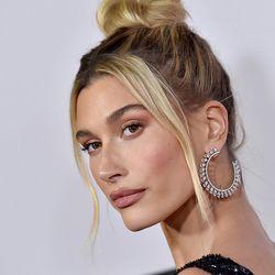 Tendril Hair Diese Einfache Trend Frisur Lieben Die Stars Fur 2020 In 2020 Frisuren Neue Haartrends Trends