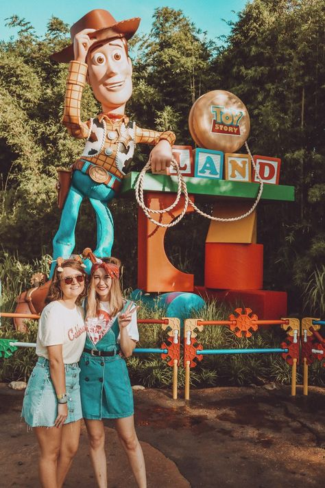 Disney recently invited me to a special media event to enjoy all the fun of Toy Story Land! Disney Parks, Disney Cruise, Disney Vacations, Disney Trips, Disney College, Walt Disney, Cute Disney Pictures, Disney World Pictures, Cute Friend Pictures