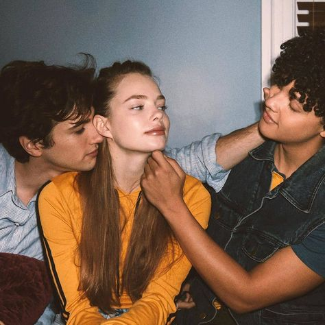 Harry Bingham (Alex Fitzalan), Kelly Aldrich (Kristen Froseth), Will LeClair (Jacques Colimon) Movies Showing, Movies And Tv Shows, Series Movies, Tv Series, Best Friend Goals, Best Friends, Looking For Alaska, The Villain, Pretty People