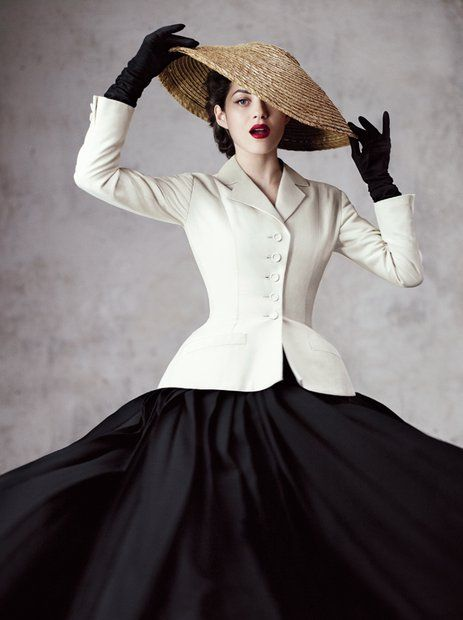 Mit dem New Look revolutionierte Christian Dior die weibliche Silhouette. Vor 70 Jahren gründete er seine Marke. Wir zeigen beeindruckende Kleider und große Ideen.