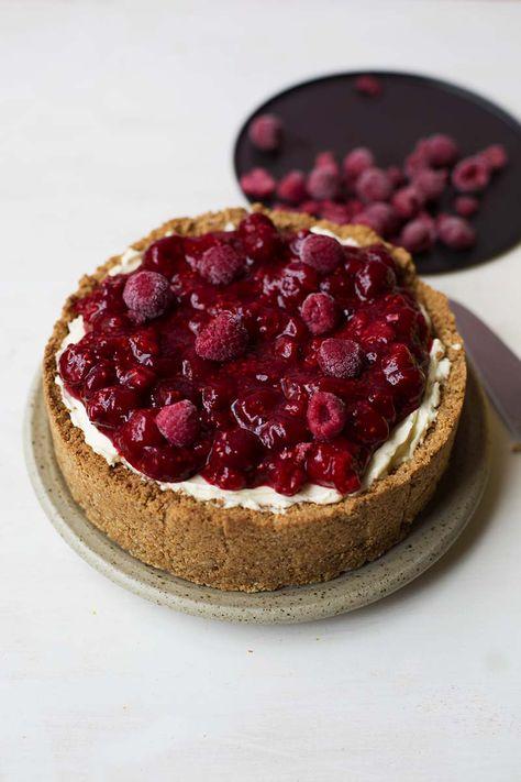 No Bake Raspberry Cheesecake with Amaretti Crust // The Sugar Hit