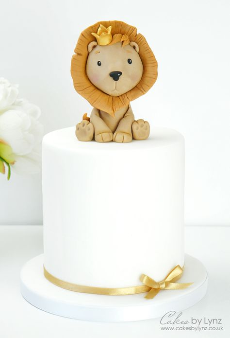 How to make a Cute Lion King Cake Topper FREE Video Tutorial by Cakes by Lynz Fondant Cupcake Toppers, Cake Fondant, Fondant Birthday Cakes, Lion Cakes, Lion King Cakes, Baby Elephant Cake, Boys 1st Birthday Cake, Safari Cakes, Jungle Cake