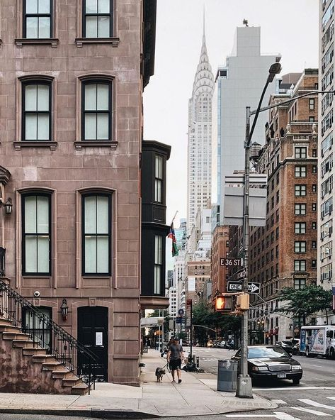 Wishing you a happy Friday, July 2019 from all of us at Viewing NYC! Here's what the weather looks like in the City right now. New York Life, Nyc Life, City Aesthetic, Travel Aesthetic, San Pedro, Hotel Paris, City Vibe, Cultural Architecture, Chrysler Building