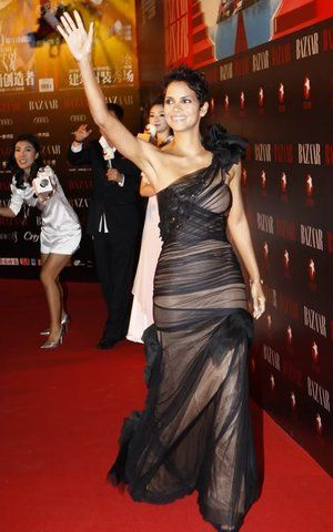 High Fashion from Fashion Spotlight: Halle Berry The actress rocks Vera Wang again, this time in the form of a black-and-nude tulle gown for Bazaar magazine's charity event in Shanghai.
