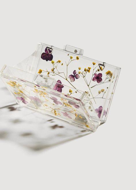 See-through flower clutch Transparent Clutch, Transparent Design, Diy Resin Art, Diy Resin Crafts, Diy Clutch, Clutch Bag, Mango Flower, Mango Bags, Zeina