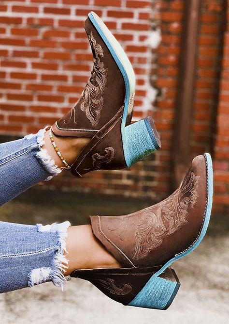 Embroidery Square Heel Vintage Boots - Brown - Look Of The Day Chunky Heel Ankle Boots, Brown Ankle Boots, Black Boots, Heeled Boots, Shoe Boots, Women's Shoes, Cowgirl Boots, Western Boots, Riding Boots