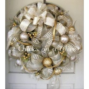 Champagne and Gold Christmas Wreath by 2 Chicks on a Wire