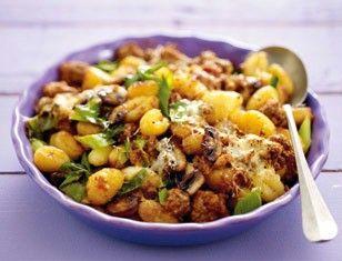 Das Rezept für Ofen-Gnocchi mit fixer Bolognese und weitere kostenlose Rezepte auf LECKER.de
