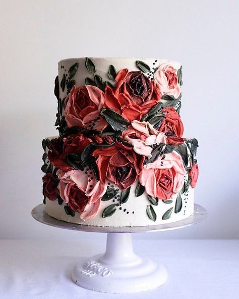 As we prepare to close out the year, we wanted to add to the sugar rush with some winter wedding cakes that are as sweet as your favorite Christmas pie. We are blown away year after year over the shee Gorgeous Cakes, Pretty Cakes, Amazing Cakes, Wedding Cake Designs, Wedding Cake Toppers, Wedding Cakes With Cupcakes, Elegant Wedding Cakes, Rustic Wedding, Pie Wedding Cake