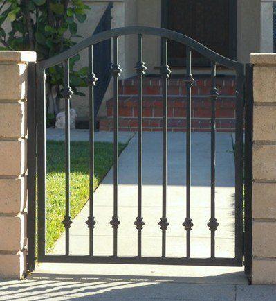 16 First Rate Garden Fencing Homestead Survival Ideas Modern Design In 2020 Iron Gate Design Iron Garden Gates Metal Garden Gates