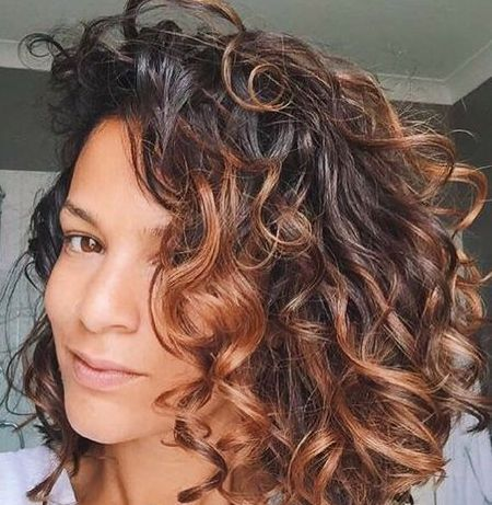 The Secret To Amazing Curly Hair Frisuren Lockige Frisuren Naturlocken Frisuren