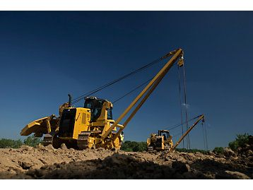 Updated Cat Pl61 Pipelayer Offers Performance Safety Features Easy Maintenance And Transport Construction Equipment Pipeline Construction Transportation