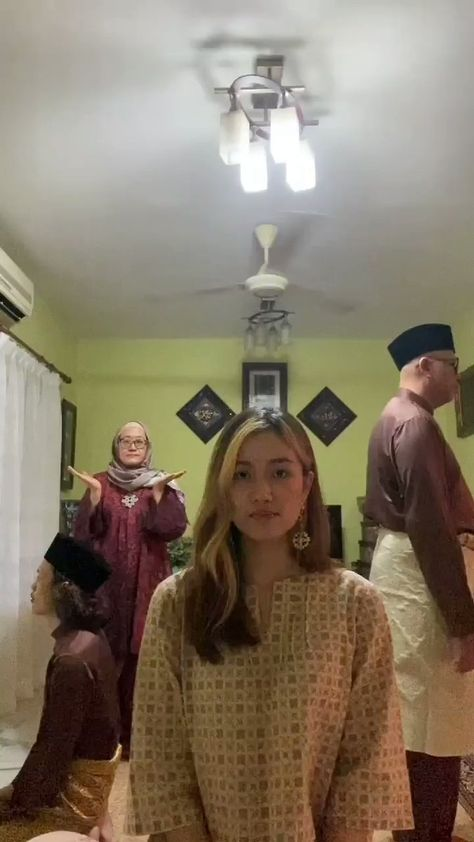 """ʕ•ᴥ•ʔ on Twitter: """"Salam Aidilfitri from my family to yours! 🖤🖤🖤… """""""