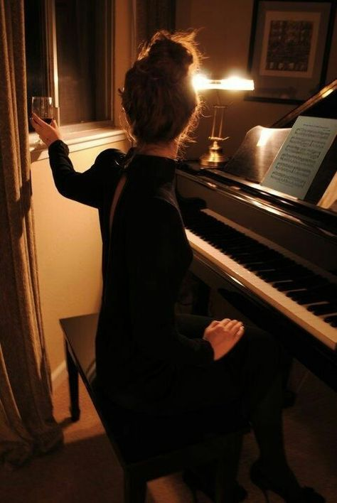 a great night Music Aesthetic, Aesthetic Photo, Piano Photography, Piano Girl, Foto Instagram, Jolie Photo, Piano Music, Music Love, Classical Music