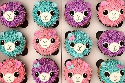 Everything looks cuter with googly eyes, including llama cupcakes! Your llama party won't be complete without an alpaca-themed cupcake design like this. Not only do these cupcakes have big, black eyes, but they also have dainty bows! Ladybug Cupcakes, Snowman Cupcakes, Animal Cupcakes, Princess Cupcakes, Giant Cupcakes, Themed Cupcakes, Cute Cupcakes, Cupcakes Design, Birthday Cupcakes