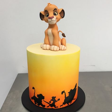 Disney Princess cake ideas your kids will go crazy for! Whoever made these cakes must've won Parent Of The Year - which one is your favourite? kids cakes Disney Princess cake ideas your kids will go crazy for! Lion King Theme, Lion King Party, Lion Cakes, Lion King Cakes, Disney Princess Kuchen, Princess Disney, Bolo Fondant, Disney Themed Cakes, Lion King Birthday