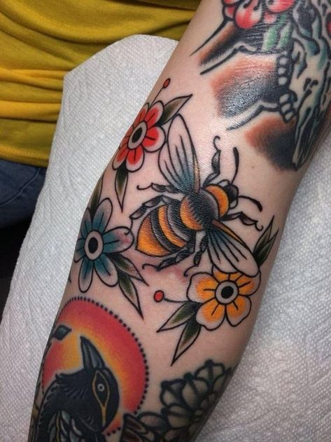 Ditch Bee done by Matt Nemeth at Lakeside Tattoo in Richmond VAYou can find Tattoo new school and more on our website.Ditch Bee done by Matt Nemeth at Lakeside . Traditional Tattoo Woman, Traditional Tattoo Flowers, Neo Traditional, Traditional Tattoo Leg Sleeve, American Traditional Tattoos, Traditional Tattoo Meanings, Traditional Tattoo Filler, Traditional Tattoo Old School, Honey Bee Tattoo