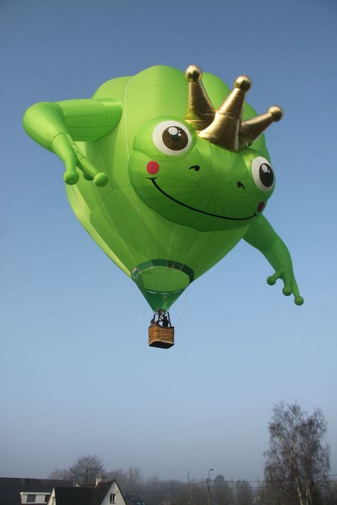 13 of the best Balloon Fiesta shapes Air Ballon, Hot Air Balloon, Kermit, Frog House, Frog Pictures, Frog Art, Cute Frogs, Frog And Toad, Helium Balloons
