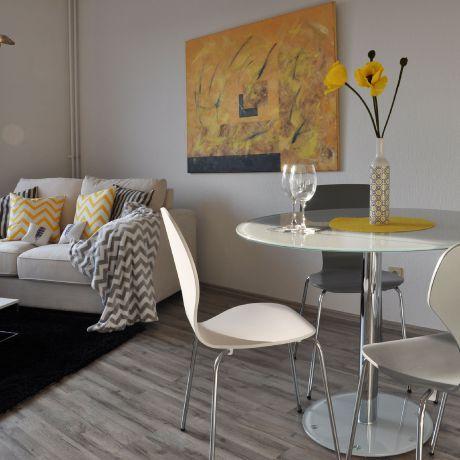 Gelbe Akzente Im Wohn Esszimmer Optimmo Home Staging Wohn