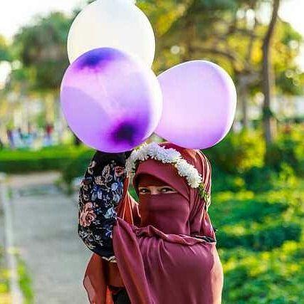 والله البلالين كانوا اكتر من كده وكان شكلهم قلب ولونهم موف كل الحاجات دي اتغيرت لما اتنفخوا Hijabi Face Veil Burqa