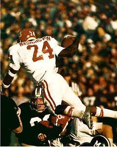Joe Washington in action against Missouri, 1975. Sooner win, 28-27 ...