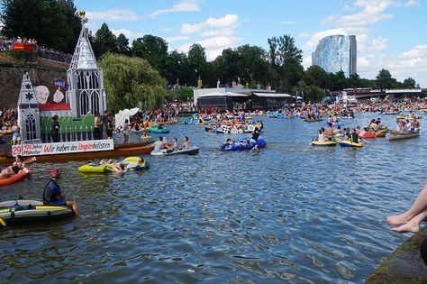 Schwörmontag 2015 in Ulm: Nabada auf der Donau