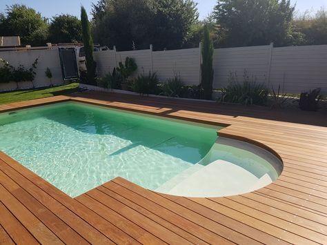 Une piscine avec gazon synthétique ! extérieur Pinterest