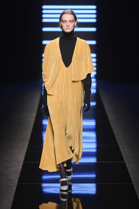 Sfilata Anteprima Milano - Collezioni Autunno Inverno 2017-18 - Vogue