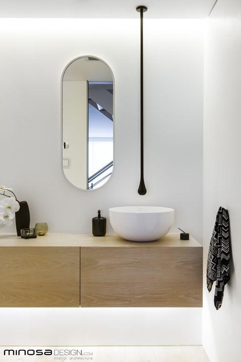 Modern White Bathroom Design In This New York Apartment Corian Sinks Look Beautifu Salle De Bains Avec Wc Meuble Salle De Bain Vanite Salle De Bain