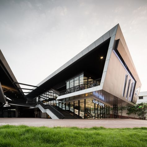 NAT Headquarters & Honda Big Wing Udonthani design by M Space. Photography by Wison Tungthunya, W Workspace.
