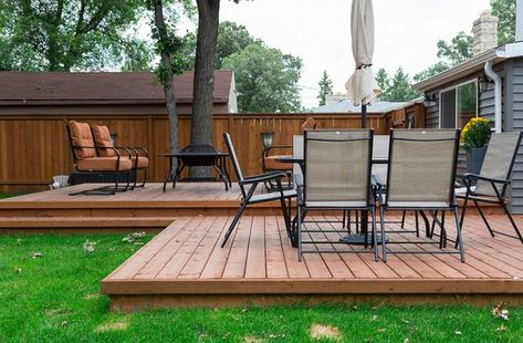 How to Build a Floating Wood Patio Deck — A ground-level floating deck is much simpler to build than a traditional deck attached to your house's structure. Patio Deck Designs, Patio Design, Trampoline, Wooden Patios, Raised Patio, Deck Stairs, Floating Stairs, Floating Floor, Diy Deck