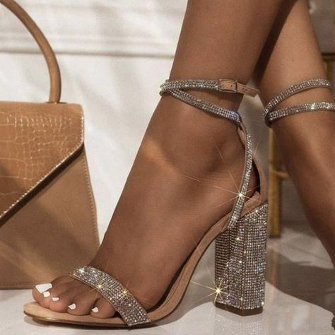 Casual Heels Outfit, Heels Outfits, Sandals Outfit, Skort Outfit, Girls Sandals, Women Sandals, How To Wear Heels, Dress And Heels, Shoes For Dresses