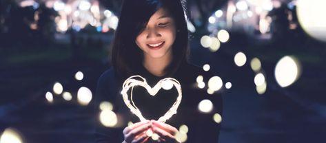 """Selbstliebe ist enorm wichtig für ein """"gutes Leben"""".  Ob du dich selbst liebst oder nicht, entscheidet darüber, was du dir für einen Partner suchst, wie du dich auf der Arbeit selber repräsentierst und wie du in deinem Leben mit Problemen umgehst."""
