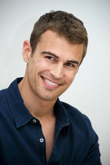 """""""Insurgent"""" star Theo James is super hot and these pics prove it. Divergent Theo James, Divergent Series, Tobias, Tris Divergent, Divergent Quotes, Theodore James, James 4, James Thomas, Thomas Brodie"""