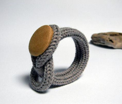 Bracelet tricot en laine taupe