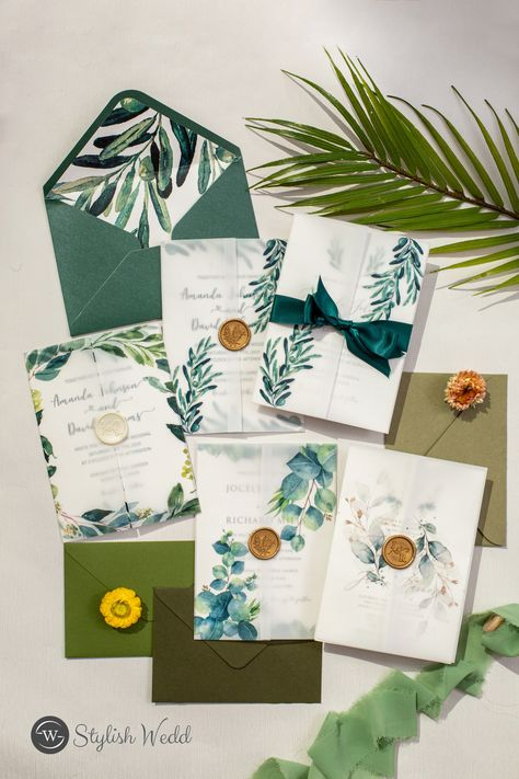Green shade is another great color option for your spring/summer wedding! #wedding #weddinginvitations#stylishwedd #stylishweddinvitations #vellumweddinginvitations
