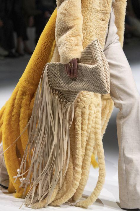 Bottega Veneta at Milan Fashion Week Fall 2020 - Details Runway Photos 2020 Fashion Trends, Milan Fashion Weeks, Fashion 2020, London Fashion, Fashion Show, Street Fashion, Fashion Outfits, Womens Fashion, Spring 2015 Fashion