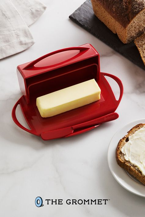 This flip-top butter dish keeps soft butter within easy reach. Find out how it keeps room-temperature butter spreadable, safe, and tasty for up to three weeks. Cool Kitchen Gadgets, Kitchen Tools, Cool Kitchens, Kitchen Dining, Kitchen Appliances, Baker And Cook, Vegetable Dishes, Butter Dish, Kitchenware