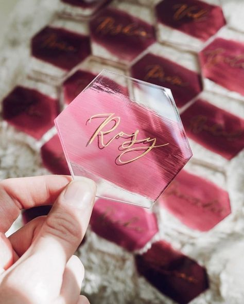 Many people believe that there is a magical formula for home decoration. You do things… Fall Place Cards, Diy Place Cards, Cricut Wedding Invitations, Elegant Invitations, Party Invitations, Masquerade Centerpieces, Wedding Thank You Cards, Diy Wedding Place Cards, Wedding Place Names