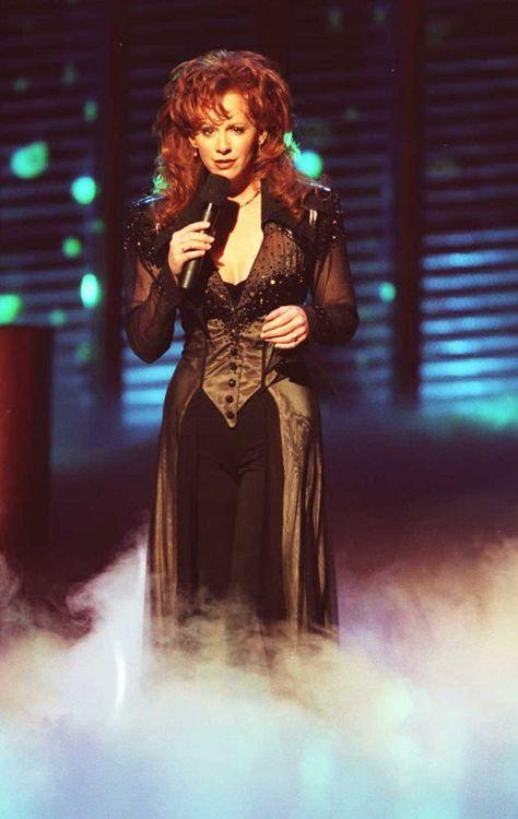 Reba McEntires Best ACM Awards Looks Through the Years