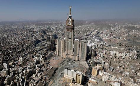 In Mekka steht der dritthöchste Gigant: Das Mecca Royal Clock Tower Hotel. Er...