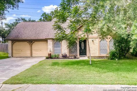 Single Family Detached San Antonio Tx Come See This 4 Bedroom 2 Bath Gem That Has An Open Floor Plan In 2020 San Antonio Real Estate Vacation Property Estate Homes