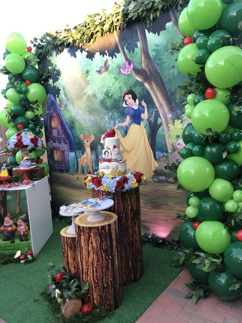 Jessica C's Birthday / Snow White - Photo Gallery at Catch My Party Superhero Party Decorations, Princess Birthday Party Decorations, White Party Decorations, Birthday Party Centerpieces, Birthday Parties, Snow White Party Ideas, Baby Snow White, Snow White Birthday, White Balloons