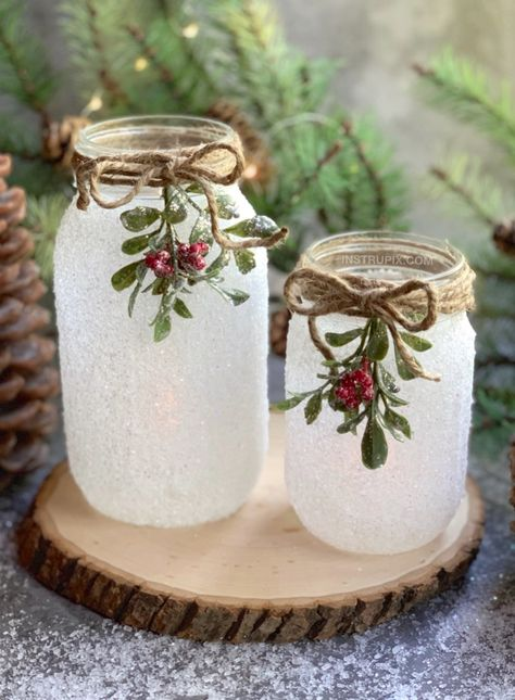 mason jar decorating DIY Christmas Craft: Snowy Mason Jar Tea Light Holders , If you are looking for easy Christmas projects to make, these DIY Snowy Mason Jars are a fabulous gift Diy Christmas Decorations, Mason Jar Christmas Crafts, Diy Christmas Lights, Mason Jar Crafts, Mason Jar Diy, Simple Christmas, Holiday Crafts, Christmas Diy, Diy Crafts Jars