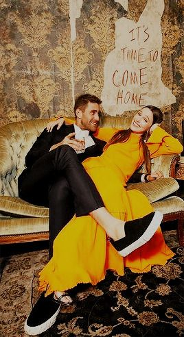 Oliver Jackson Cohen And Victoria Pedretti Photographed At The Haunting Of Hill House Premiere Oliver Jackson Cohen House On A Hill House On Haunted Hill