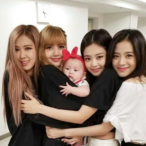Tell Me Which One Is The Baby They All Look Like Baby Blackpink Japantour Bts Idol Lizkook Bbma Blackpink Relationship Goals Pictures Black Pink