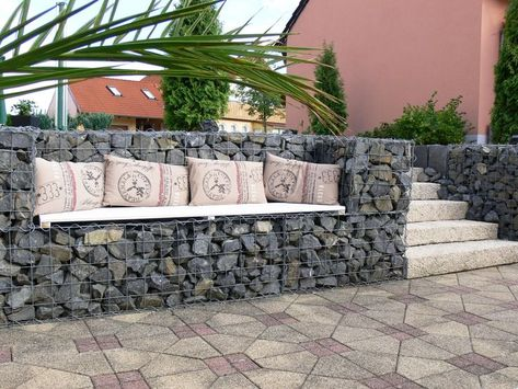 Steps, curved brick steps with silver grey Granite paving - hohlsteine fur gartenmauer